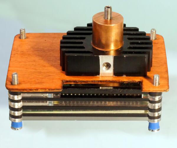 Raspberry Pi 4 mit Kupferzylinder und 60mm Kühlkörper (StackBT Gehäuse)