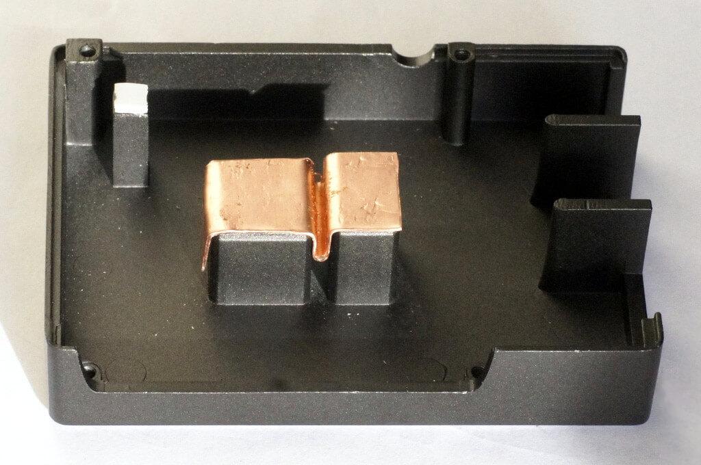 Kupferstreifen auf den Kühlkörpersäulen des JoyIt-Gehäuses